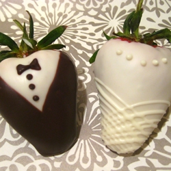 wedding chocolate dipped strawberries | foodgawker